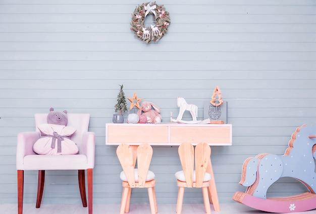 Decoração de quarto infantil no estilo de ano novo