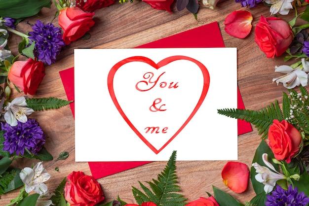 Decoração de rosas vermelhas brancas valentins você e eu