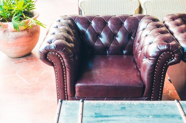 Decoração de sofá no interior da sala de visitas