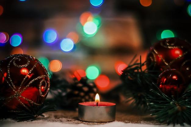 Decoração de velas e árvores de natal. backgrou festivo de natal