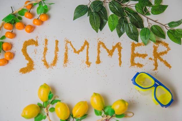 Decoração de verão com limões e laranjas