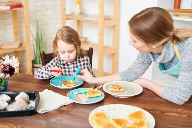 Decoração de waffles com esmalte