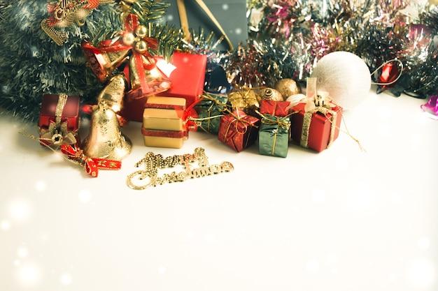 Decoração dos artigos do ornamento e do natal, feliz natal e ano novo feliz.