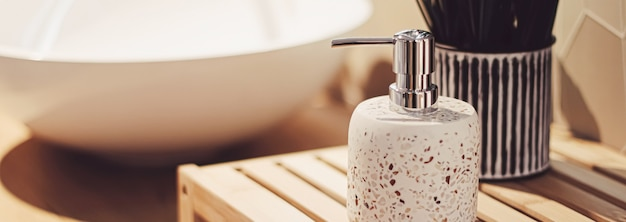Decoração ecológica para banheiro feita de materiais orgânicos e sustentáveis, decoração para casa e conceito de design de interiores de luxo