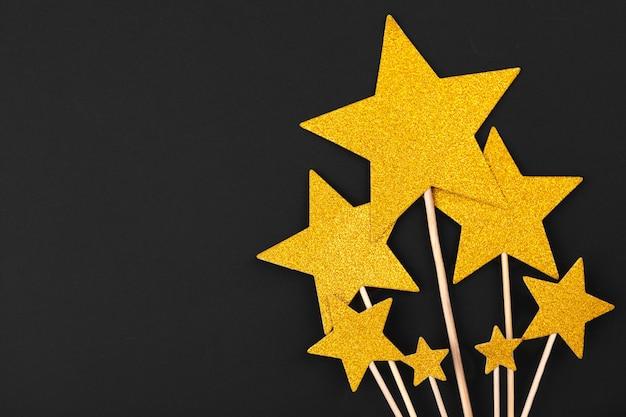 Decoração estrela de ouro sobre fundo preto