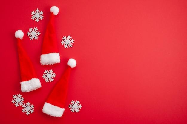 Decoração festiva de natal, gorros vermelhos