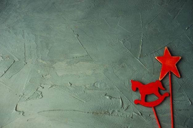 Decoração festiva de natal na superfície de concreto