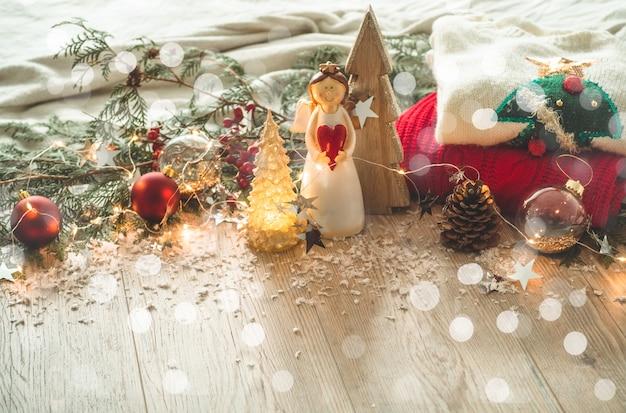 Decoração festiva de natal natureza morta em fundo de madeira