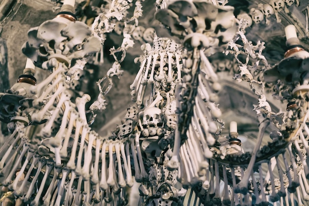 Decoração humana antiga do crânio e osso em sedlec, república tcheca, kutna hora