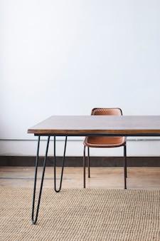 Decoração minimalista de mesa de madeira