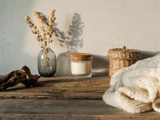 Decoração para casa em mesa de madeira