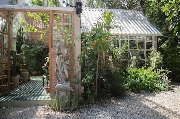 Decoração sala de estar estilo interior eco verde ambiental com planta
