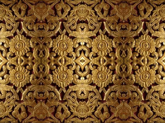 Decoração simétrica dourada