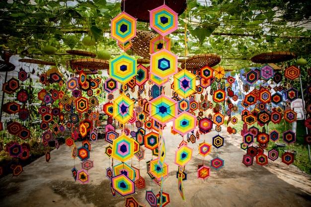 Decorações com motivos artísticos da cotton of thailand