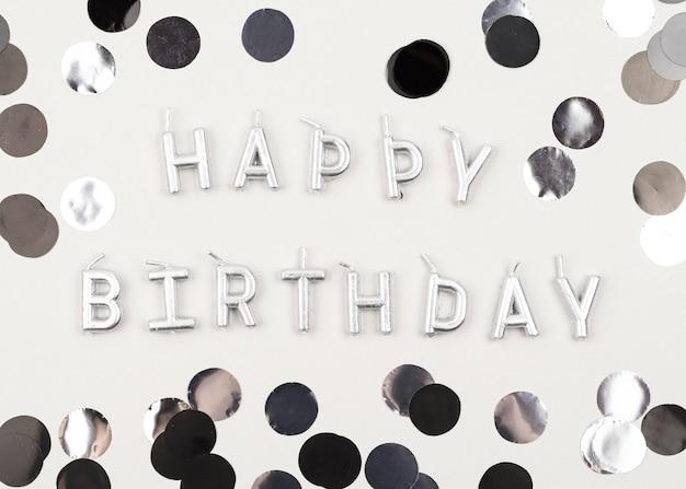 Decorações de feliz aniversário e velas