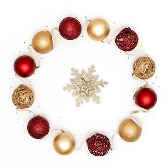 Decorações de férias de natal de vermelho e dourado