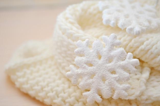 Decorações de natal - brinquedos flocos de neve brancos na rede de material prata