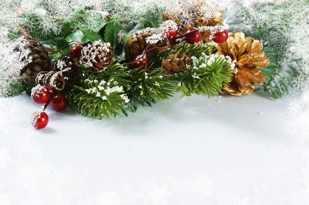 Decorações de natal com borda nevada