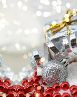 Decorações de natal com luzes do bokeh