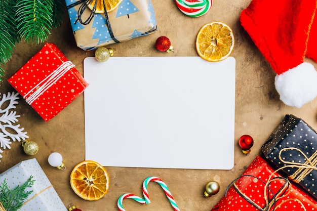 Decorações de natal e caixas de presente