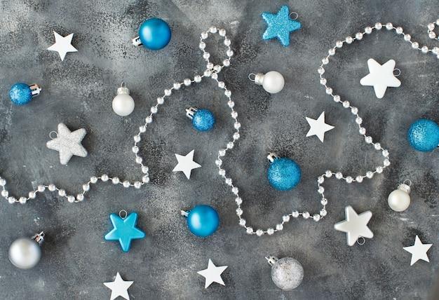 Decorações de natal em prata e turquesa
