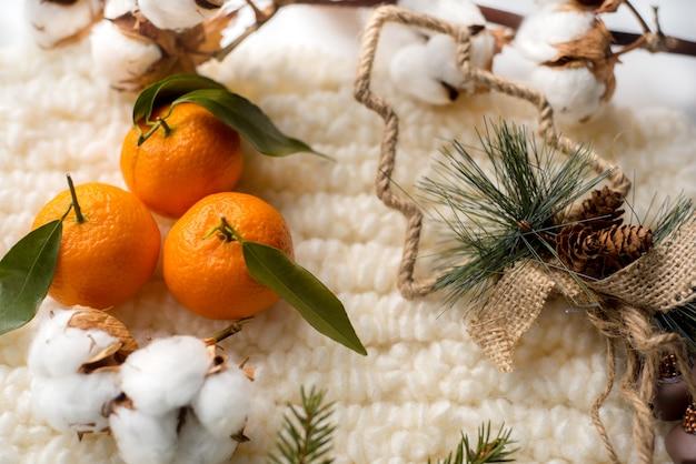 Decorações de natal, lenços de malha e algodão