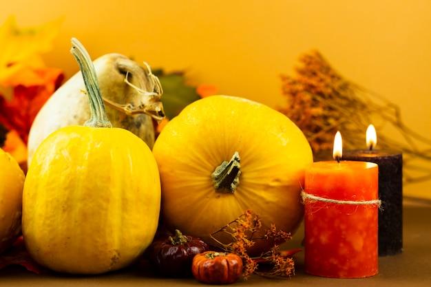 Decorações de outono close-up com velas