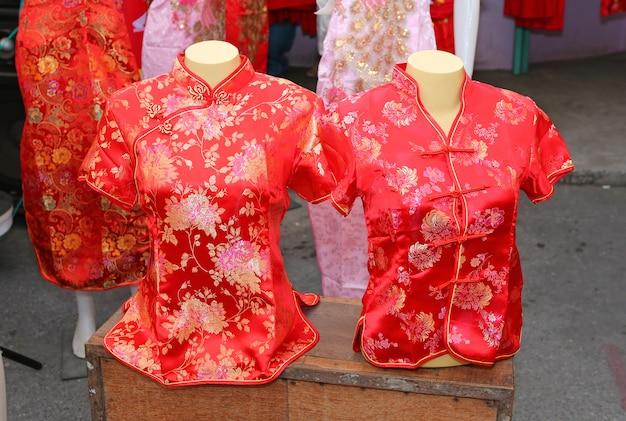 Decorações de roupas vermelhas chinesas para o ano novo