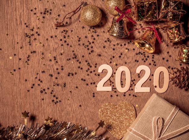 Decorações do feliz ano novo 2020 festival com espaço de cópia para o seu texto ao lado.