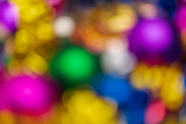 Decorações românticas de feliz ano novo abstratas desfocadas, efeito de fundo colorido desfocado bokeh. textura de celebração de luzes brilhantes fora de foco para uso em design gráfico.