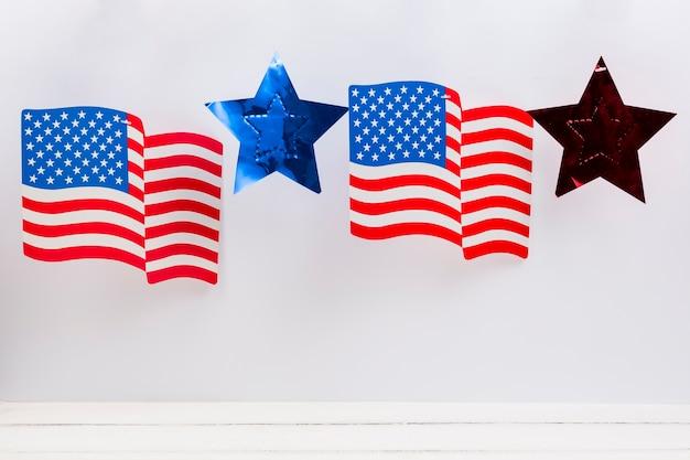 Decorado com cartões de bandeira dos eua e estrelas para o dia da independência