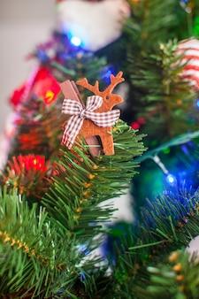 Decorando a árvore de natal