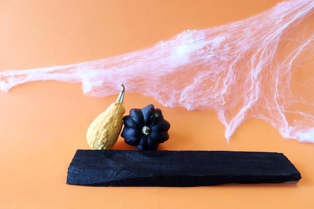 Decore para o feriado de abóboras de halloween, teias de aranha e quadros pretos para inscrições