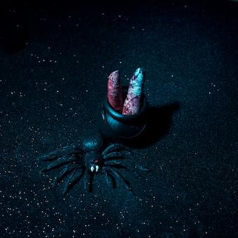 Dedos com sangue e aranha composição de halloween