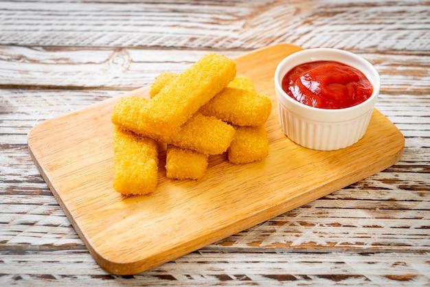 Dedos crocantes de peixe frito