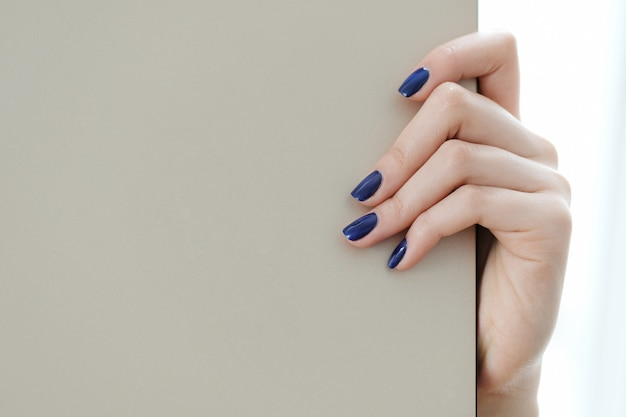 Dedos, unhas feitas