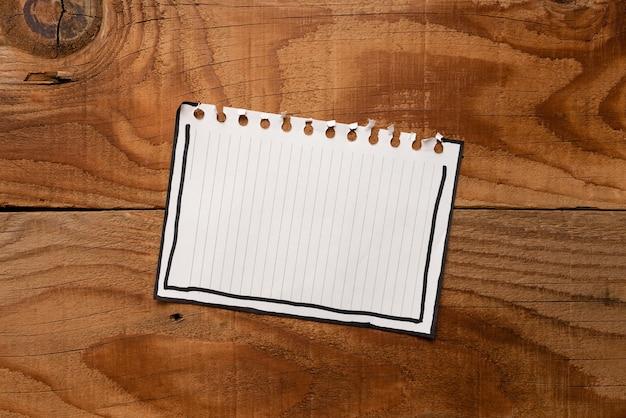 Definição de novas ideias, criação de ideias novas, busca de propósito, início de planejamento, oportunidade de fase de coleta de informações, papel de resposta em branco abstrato