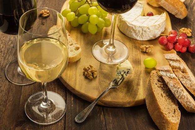 Degustação de vinho e queijo