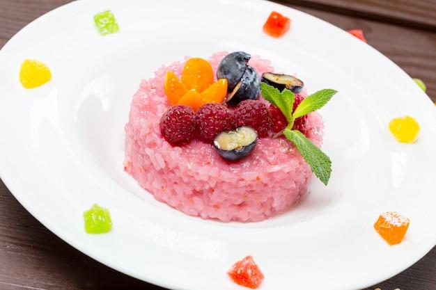 Deleite de arroz doce japonês de mochi rosa