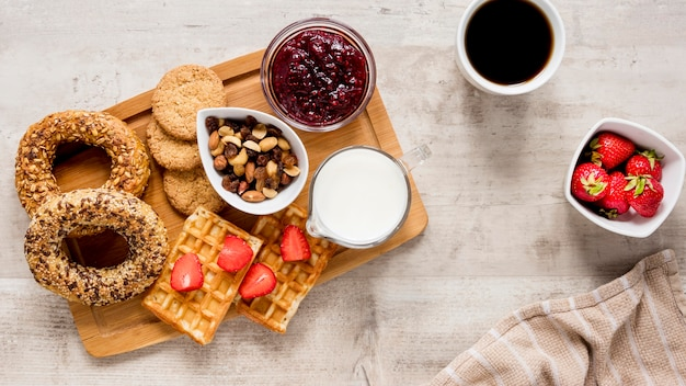 Delicase de pastelaria no café da manhã