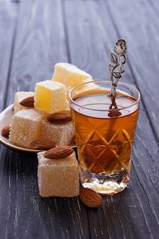 Delícia turca tradicional e chá