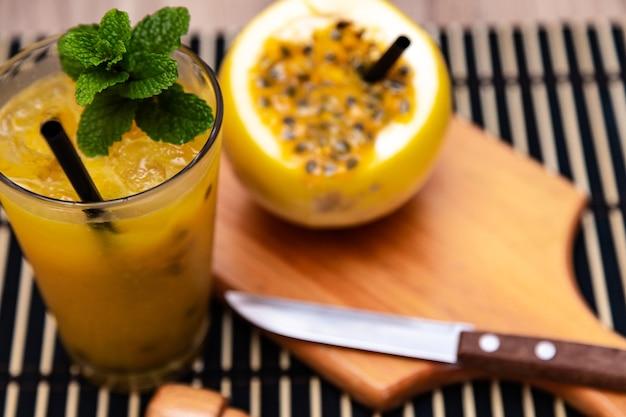 Deliciosa bebida brasileira típica de maracujá