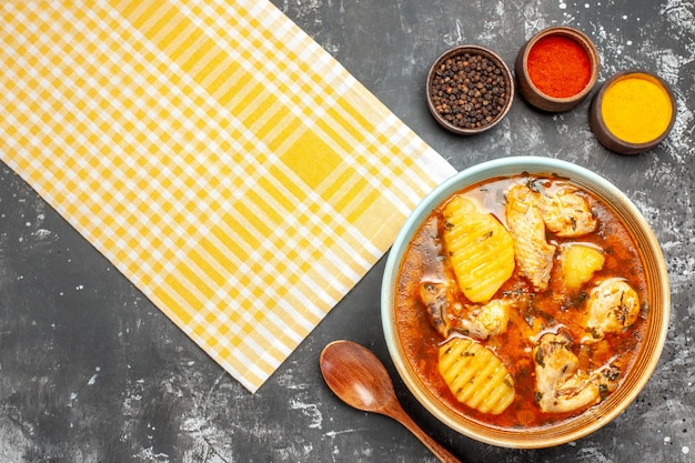Deliciosa canja de galinha com batata