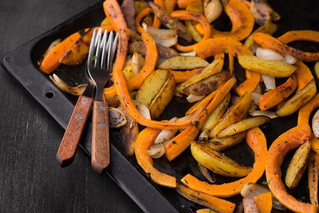 Deliciosa composição de alimentos de outono de alto ângulo