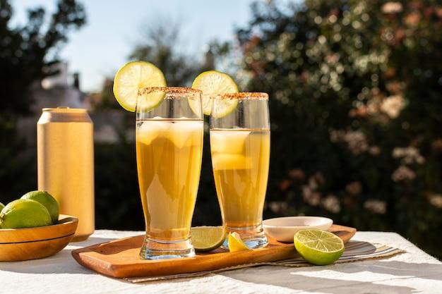 Deliciosa composição de bebida michelada