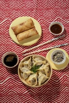 Deliciosa composição de comida asiática