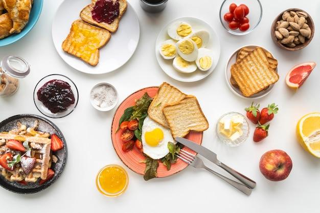 Deliciosa composição de refeição de café da manhã