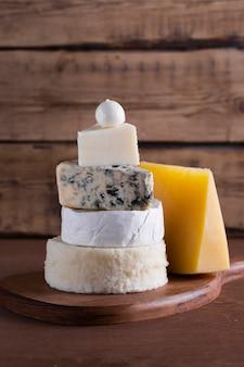 Deliciosa pilha de queijo close-up