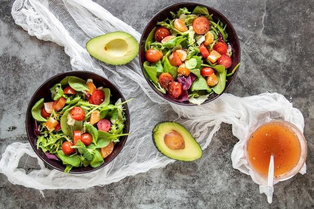 Deliciosa salada com abacate