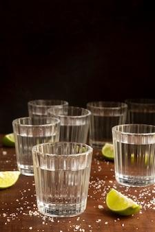Deliciosa variedade de bebidas mezcal